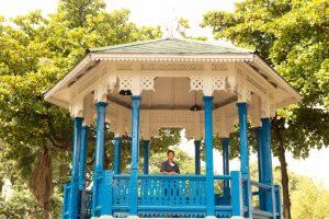 Maria das Graças in bandstand