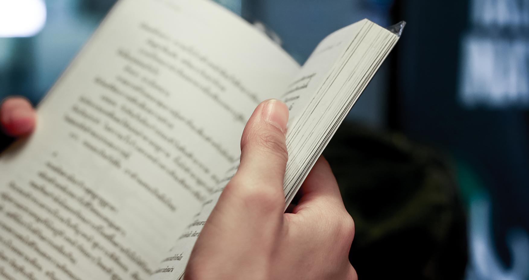 Leer en voz alta y sus beneficios