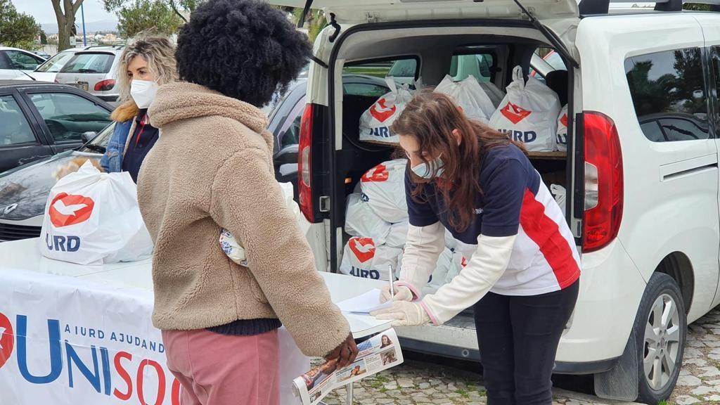 Voluntarios de la Universal salen a las calles para ayudar a los más necesitados en Rumanía