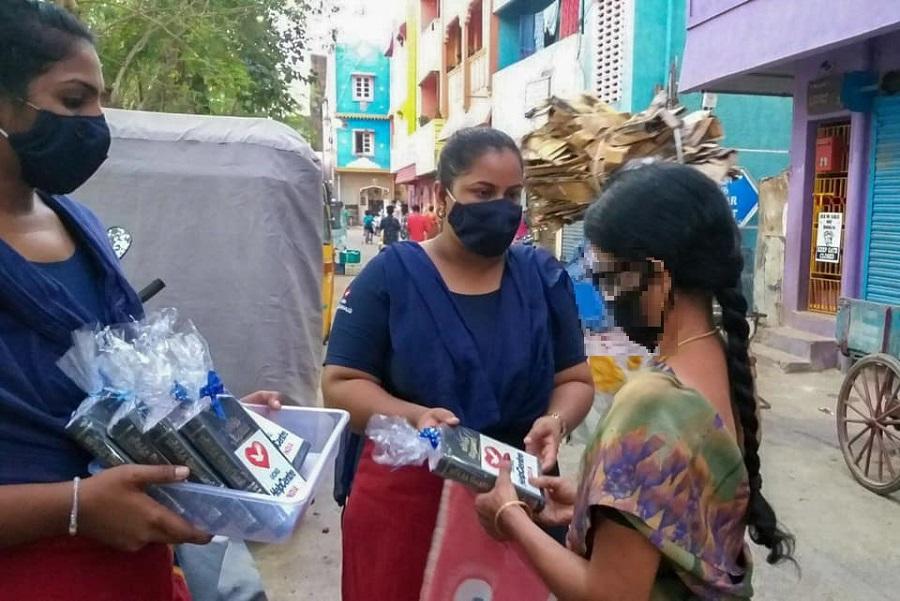 Los voluntarios llevaron la Palabra a los residentes de una comunidad en la India3 min read
