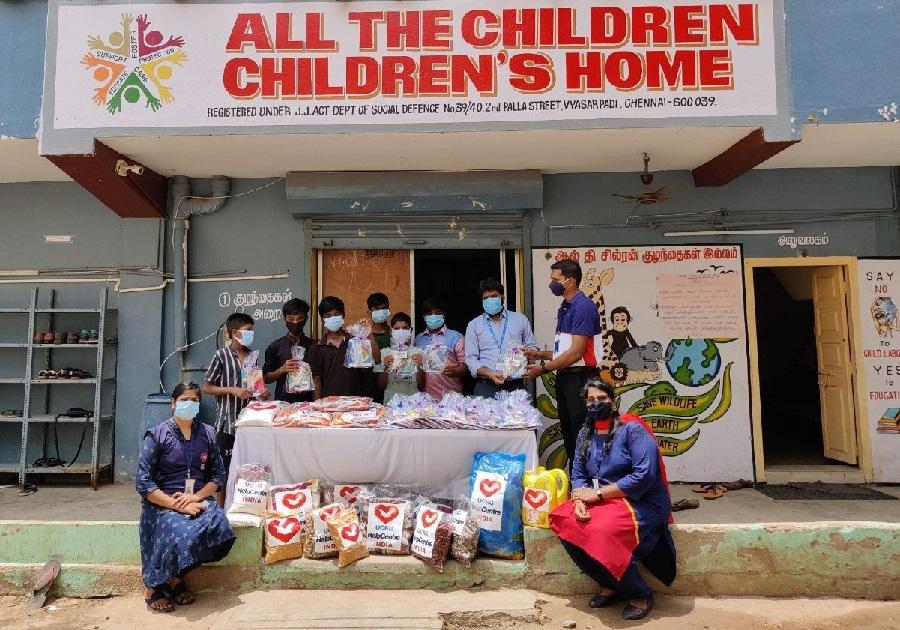 El grupo de voluntarios llevan donaciones a orfanatorios en India2 min read