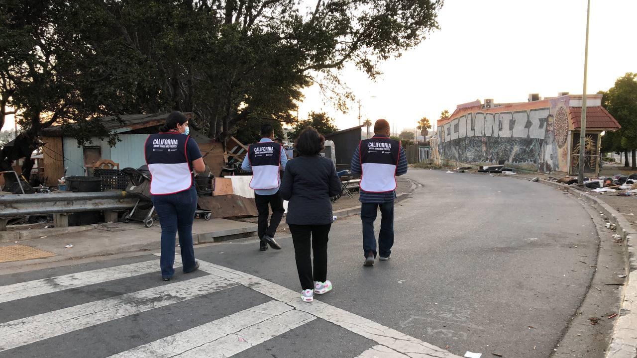 Los voluntarios del proyecto Ángeles de la Noche de Oakland, California ayudando a los más necesitados2 min read