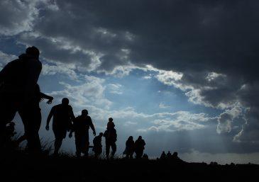 """Los inmigrantes que pagan a un """"coyote"""" por transportar a sus hijos a Estados Unidos pueden enfrentar problemas legales"""