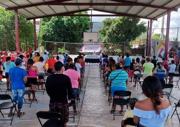 Los familiares de los detenidos participan en una sesión especial de películas en Rio Grande do Sul, Brasil