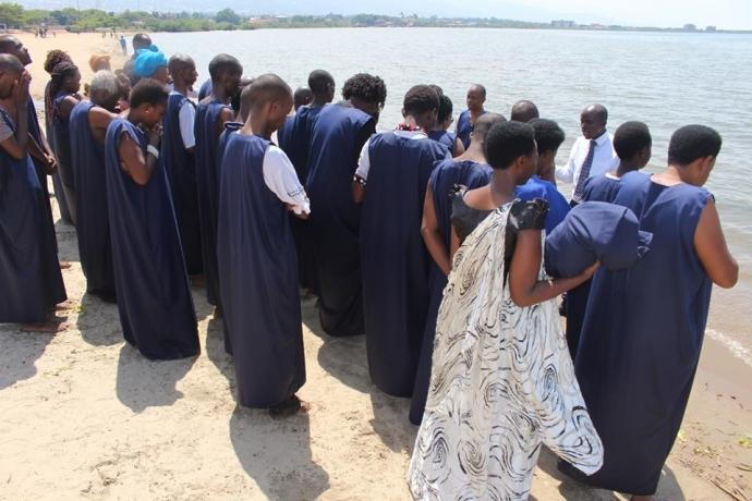 Batismo nas águas em Burundi2 min read
