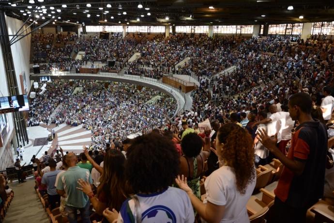 Cura dos Vícios reúne 10 mil pessoas em Del Castilho1 min read