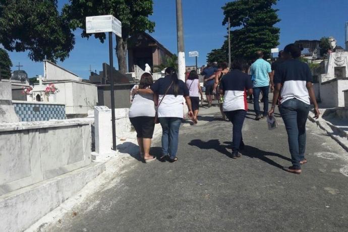 Voluntários levam conforto a quem perdeu pessoas queridas2 min read