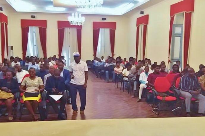 Voluntário da Universal conta a sua história de vida em Fórum Juvenil na Angola2 min read