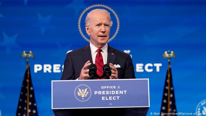 Joe Biden assina ordem executiva para transgêneros
