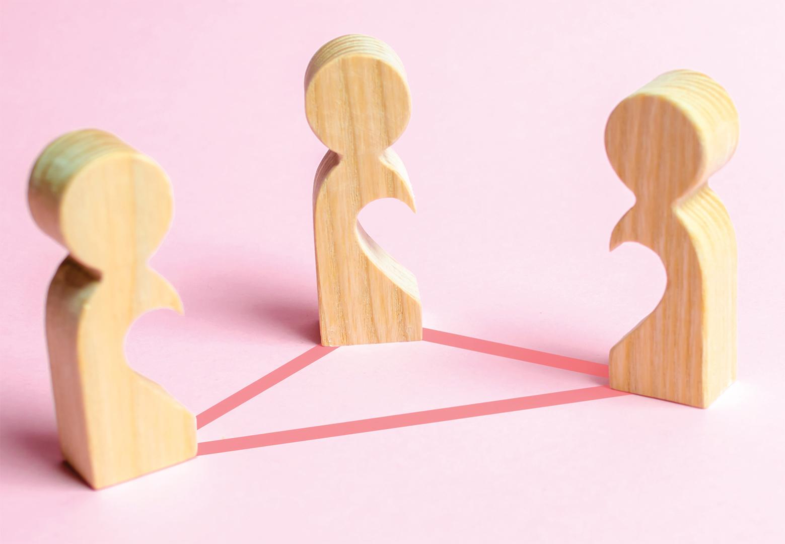 Relação a três