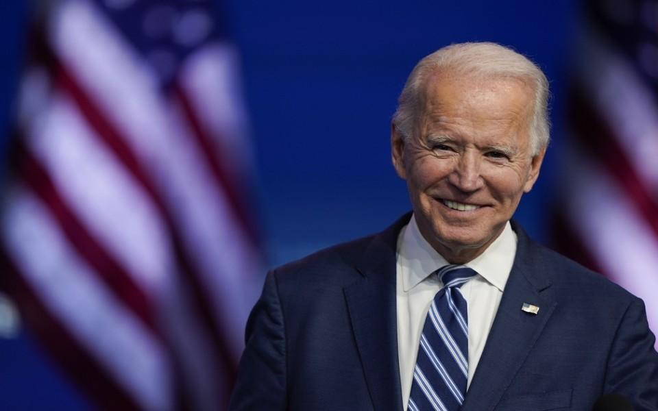 Biden cria força-tarefa para reunir famílias separadas na fronteira