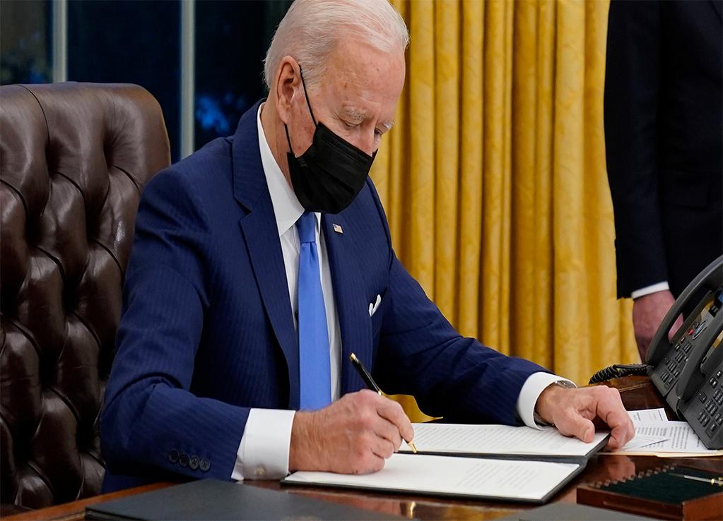 Biden é a favor da vacina contra o COVID-19 para os imigrantes