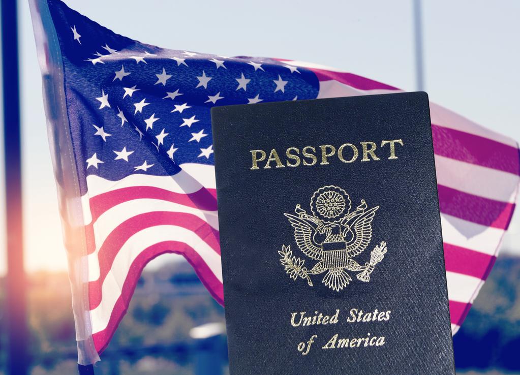 Biden encoraja milhões de imigrantes a se candidatarem à cidadania.